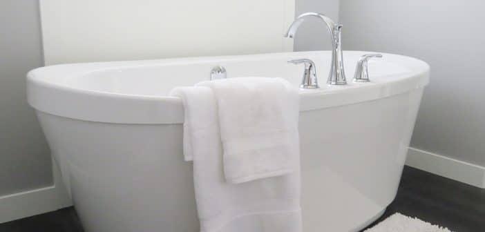 Comment rendre chaleureuse une salle de bain ?